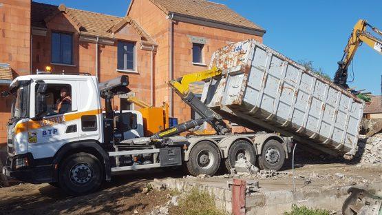 Camion_8x4_Multibenne_1